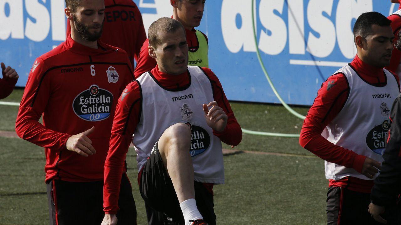 Aficion Real Oviedo Cultural Reino de Leon.Lucas Torró celebra un gol con sus compañeros del Eintracht Frankfurt???