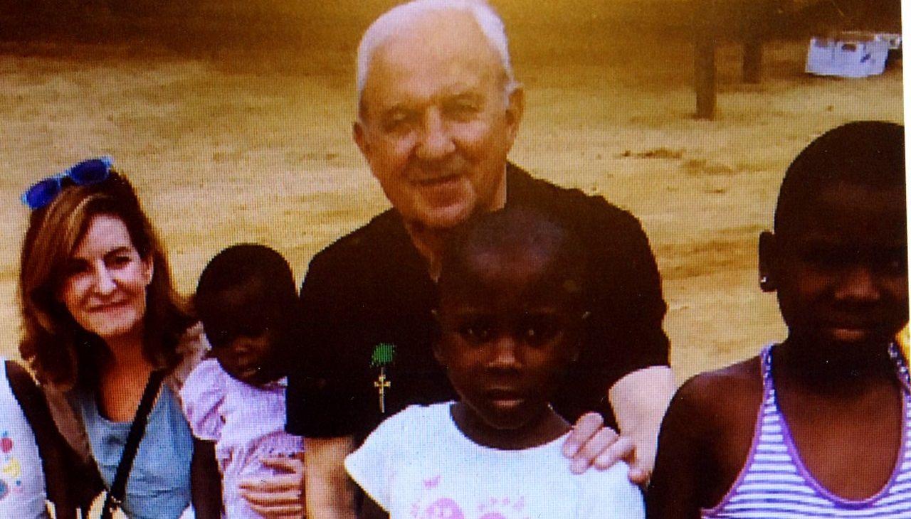 El fútbol más solidario de Arousa llega a Guinea.E lpresidente de Guinea Ecuatorial celebra 40 años al frente del país