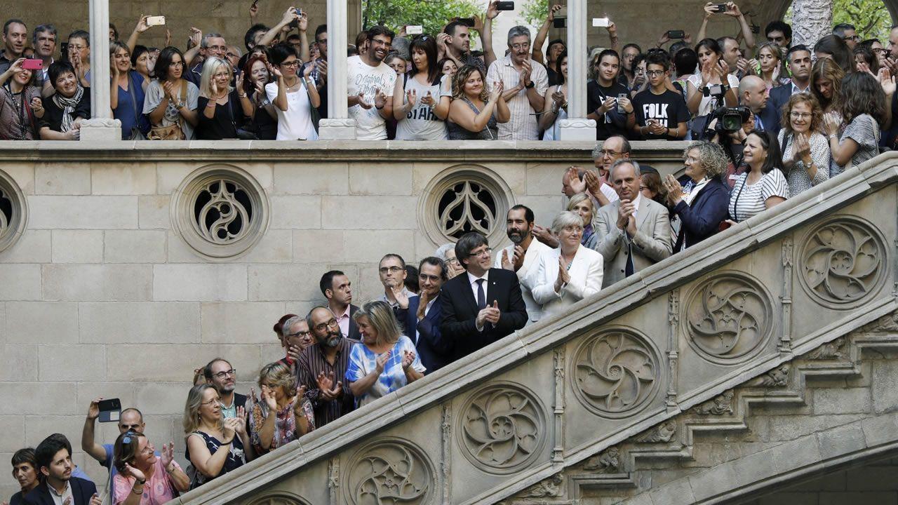 El 28 de septiembre Carles Puigdemont recibió en el Palau a los representantes de la comunidad educativa dispuestos a abrir colegios el domingo y a los que animó a no «retroceder ni un milímetro en derechos fundamentales», aunque dejó claro que es el Govern quien asume la responsabilidad del 1-O.