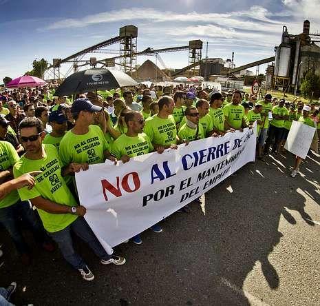 <span lang= es-es >Manifestación en el sur</span>. Las marchas y concentraciones en Huelva a favor de la factoría andaluza están siendo multitudinarias.