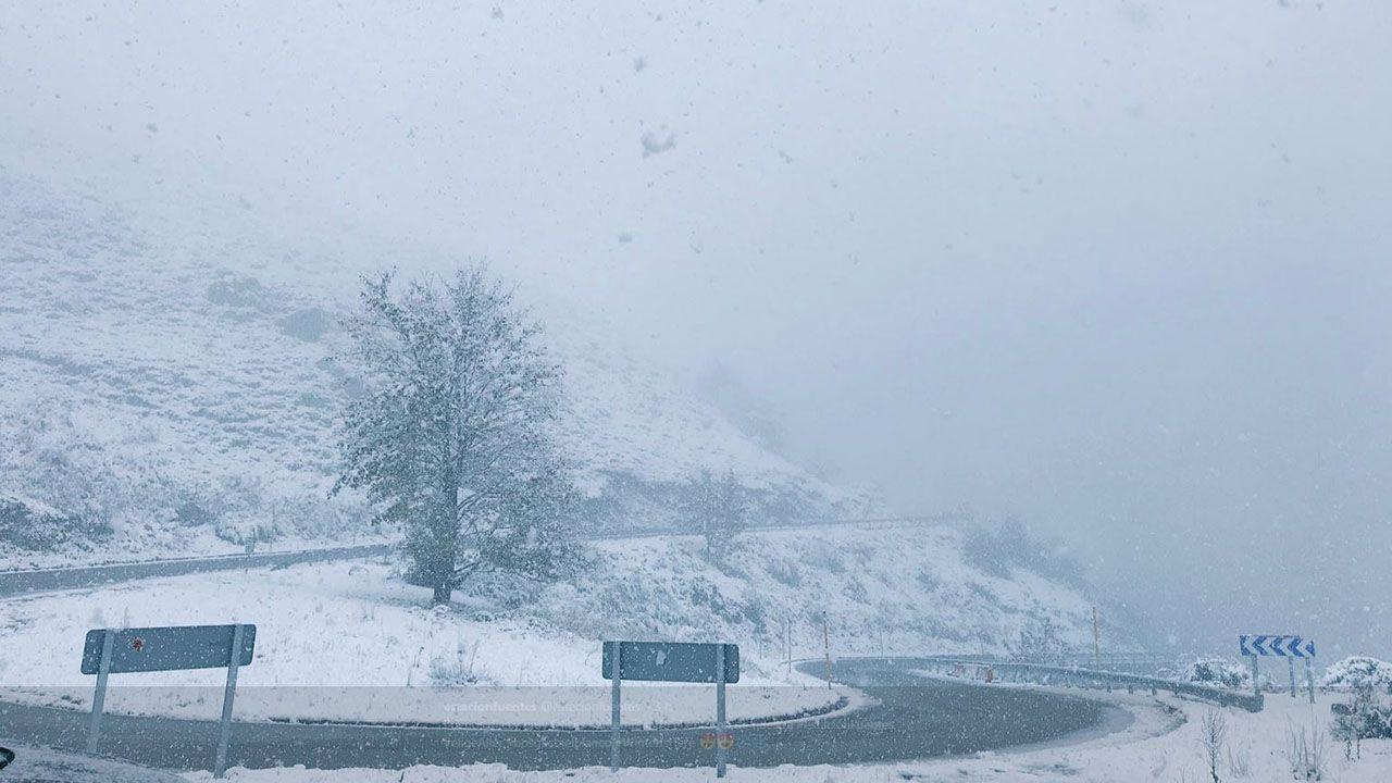 Las carreteras nevadas en el concejo de Aller