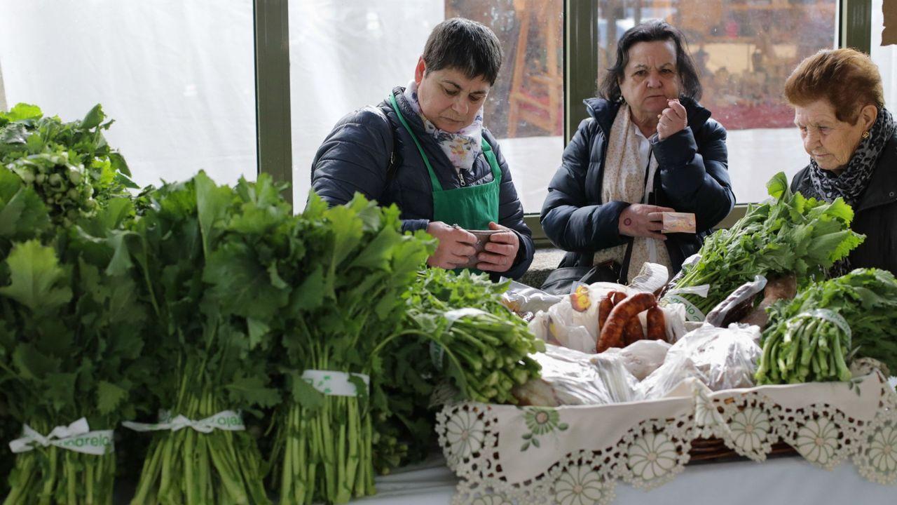 Expogreloa pleno color.En el puesto Pan de Fruta, los grelos de Mondoñedo se pueden comprar a 2,40 euros la mada, en la que entra algo más de un kilo