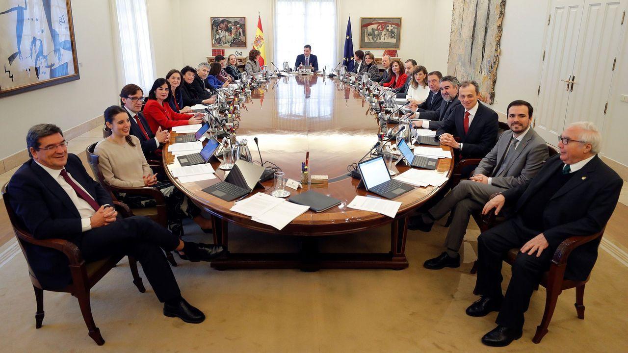 O novo Consello de Ministros na súa primeira reunión de traballo, o pasado martes 14