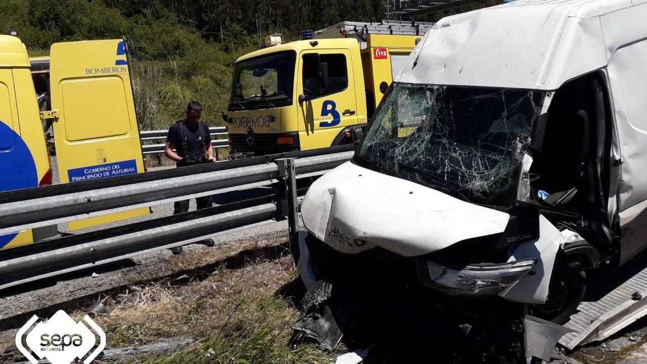Hospital de Cabueñes, en Gijón.Un herido grave al salirse de la vía la furgoneta con la que circulaba por la A-8 en Villaviciosa
