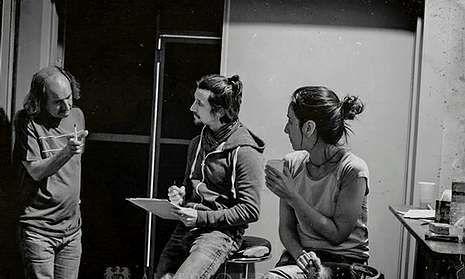 Phillip R. Newell, en los estudios Metrópolis de Vigo con el cantante, Mario Richards.