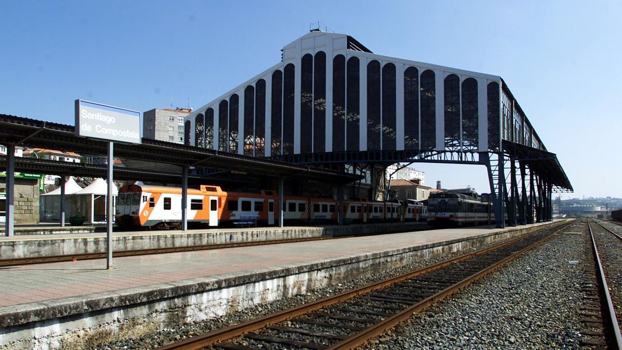 Homenaje a las víctimas del accidente de tren de Angrois.Estación de tren de Pola de Lena