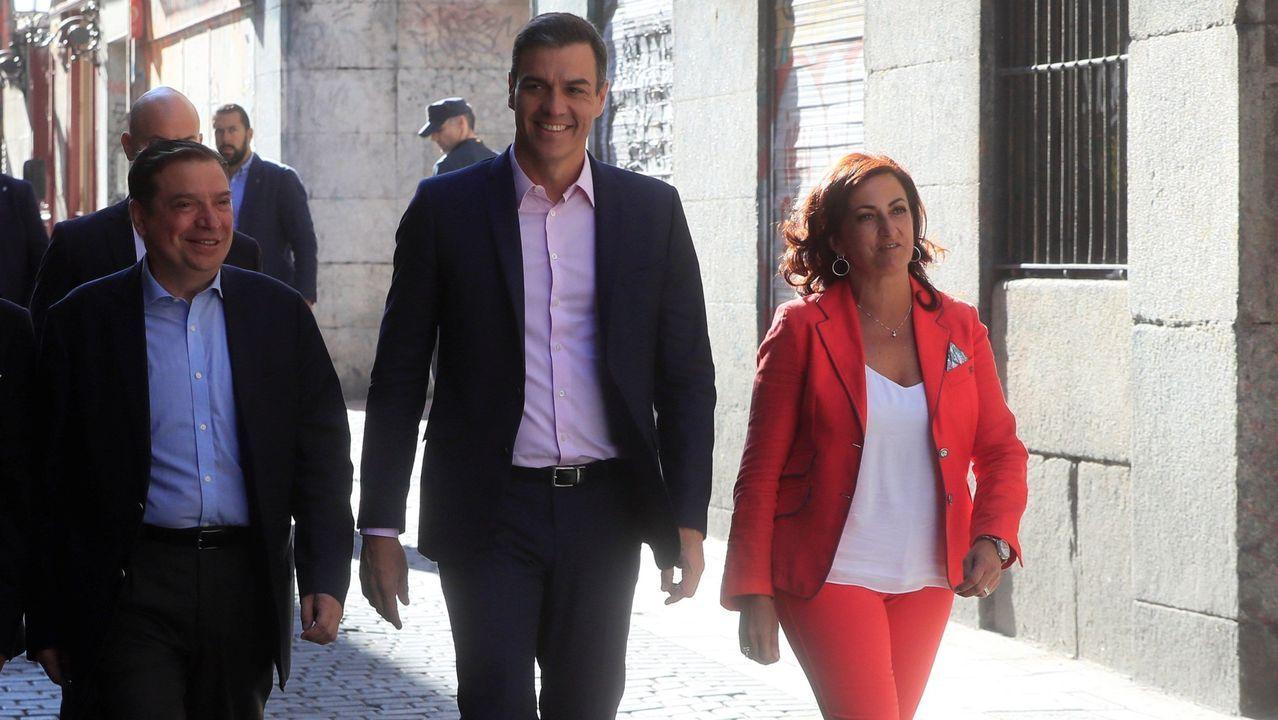 8 DE AGOSTO - LOGROÑO: El presidente del Gobierno, Pedro Sánchez, el ministro de Agricultura, Luis Planas, y la aspirante a presidir La Rioja, Concha Andreu, llegando a una reunión con representantes del sector agrario