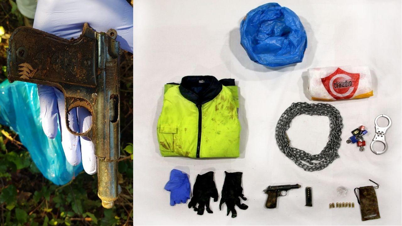 El arma de fuego y los objetos que llevaba el detenido