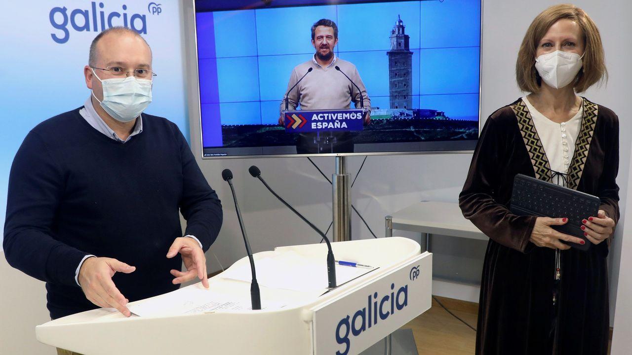 Encuentro entre el presidente de la Xunta, Alberto Núñez Feijoo, y el presidente del Principado de Asturias, Adrián Barbón.Imagen del descarrilamiento de un Alvia cerca de Zamora por la caída de un vehículo a las vías desde un paso elevado