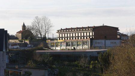 Barro: Una empresa hará caer un icono del feísmo de Pontevedra para crear su centro logístico