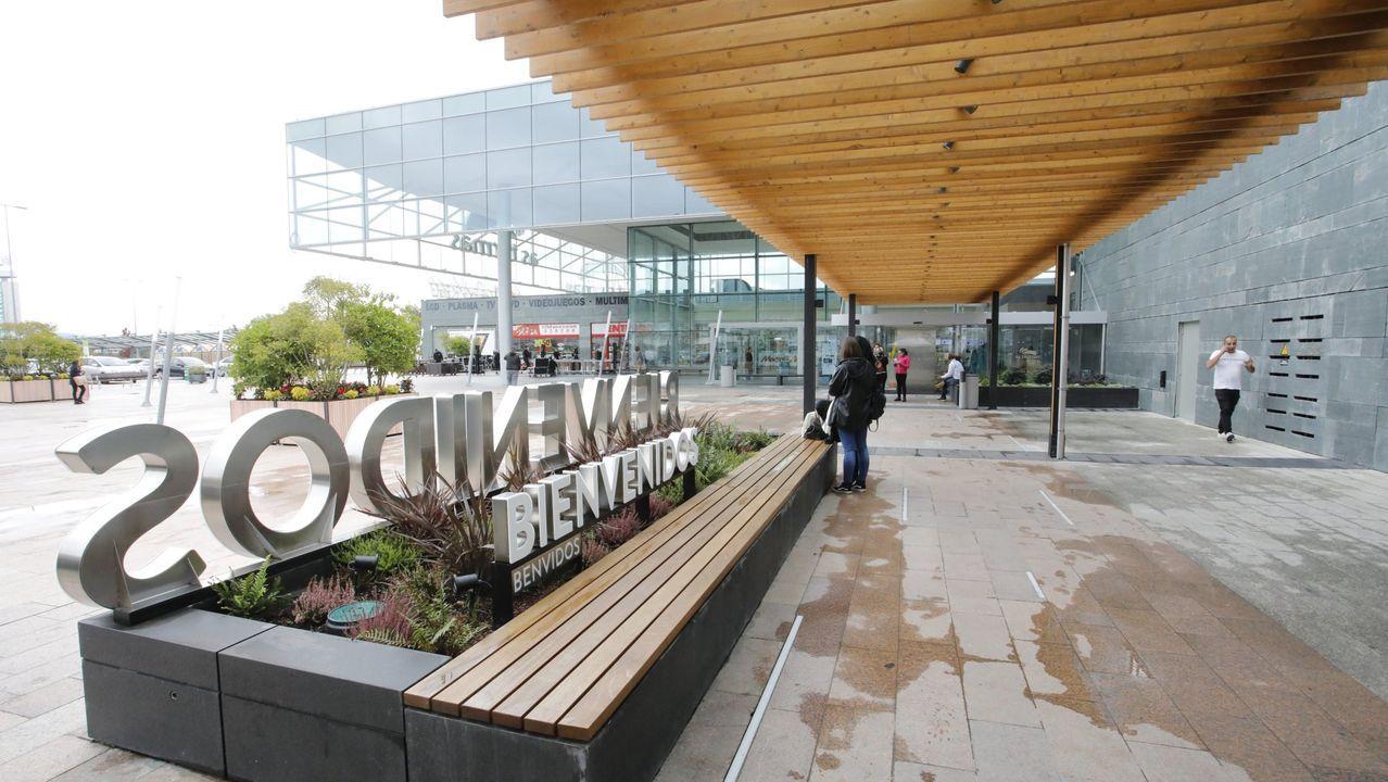 Entrada del centro comercial As Termas