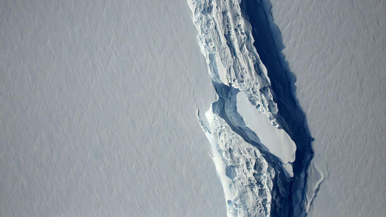 A la Antártida pasando por O Grove.Crucero ayer en A Coruña