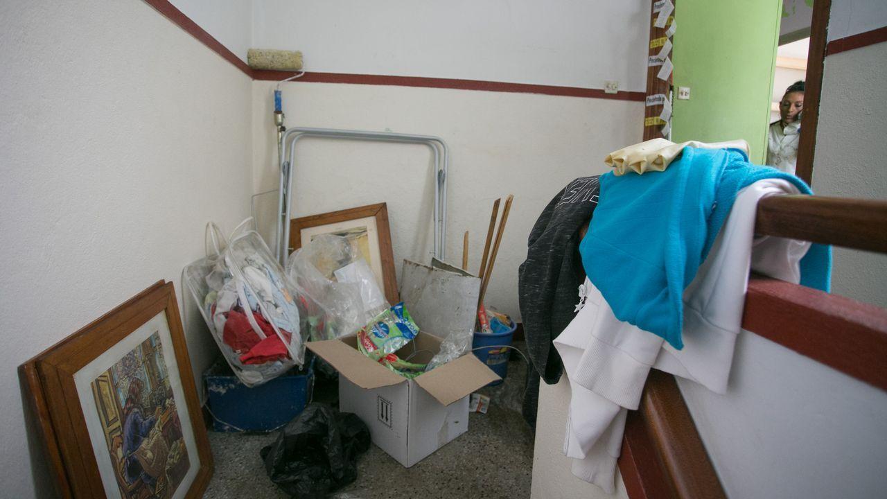 Imágenes del rellano de la vivienda del matrimonio detenido por presunto maltrato a un bebé de dos meses de edad