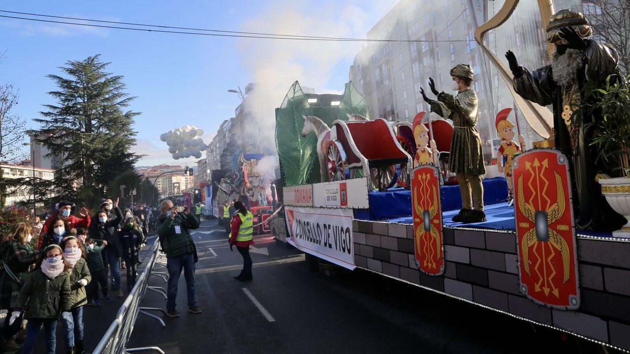 Las imágenes de la Cabalgata de Reyes estática en Vigo.Xiana y Lakpa se conocieron en el viaje que ella soñaba con hacer desde niña y escribieron juntos «Sherpas. La otra historia del Himalaya»