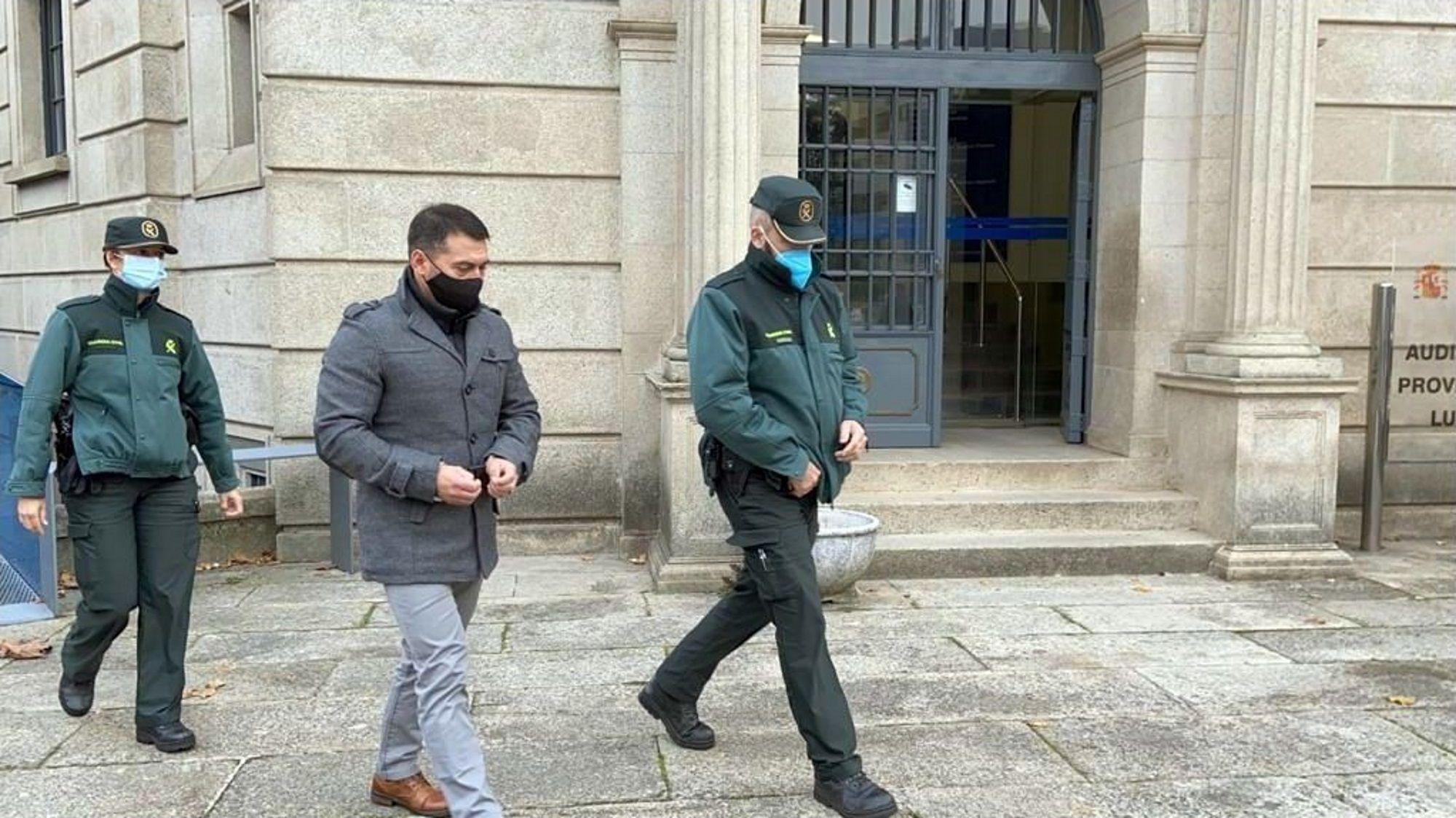 García Adán entrando en los juzgados de Lugo