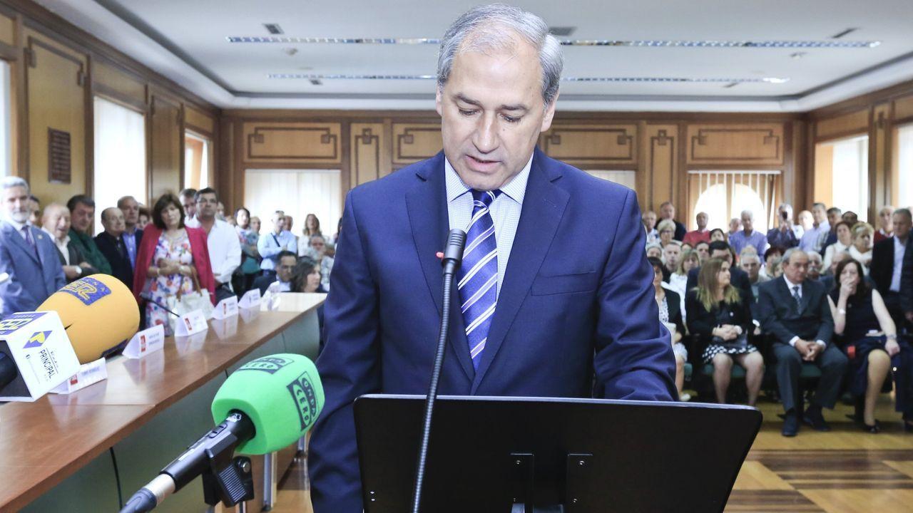 El alcalde en funciones, José Tomé, en el pleno de investidura tras las municipales del 2015