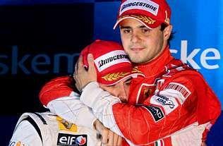 Lara Álvarez y Fernando Alonso.Fernando Alonso y Felipe Massa se abrazan en el podio de Interlagos, donde lloró el brasileño