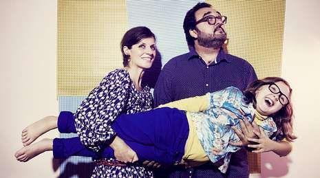 La pequeña estrella «indie» presenta con sus padres, Los Supremos, los temas de su primer disco.
