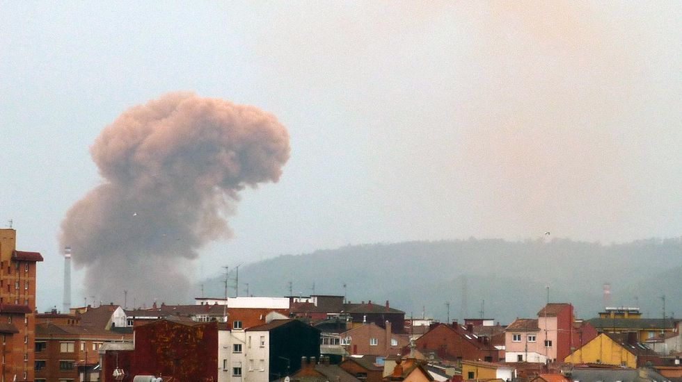 Imagen de la nube de contaminación en Gijón tomada por la Coordinadora Ecologista.Imagen de un nube de contaminación en Gijón