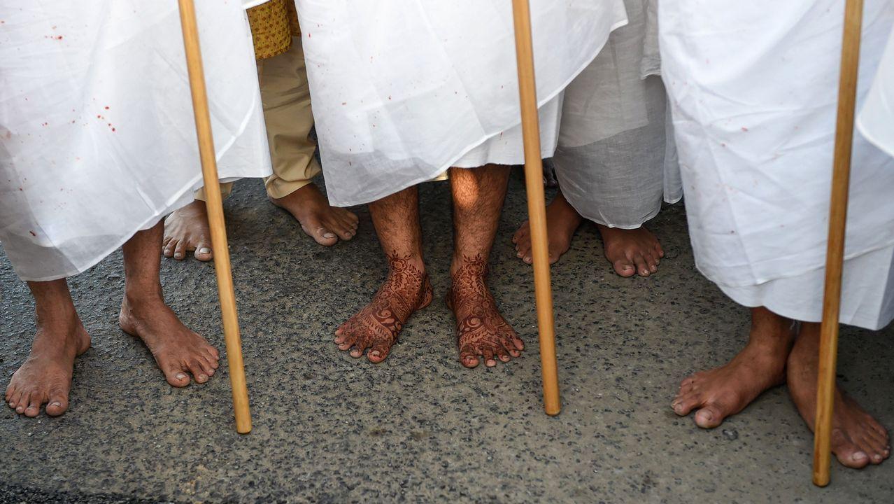 Ceremonia de monjes janistas en las afueras de Ahmedabad, en India