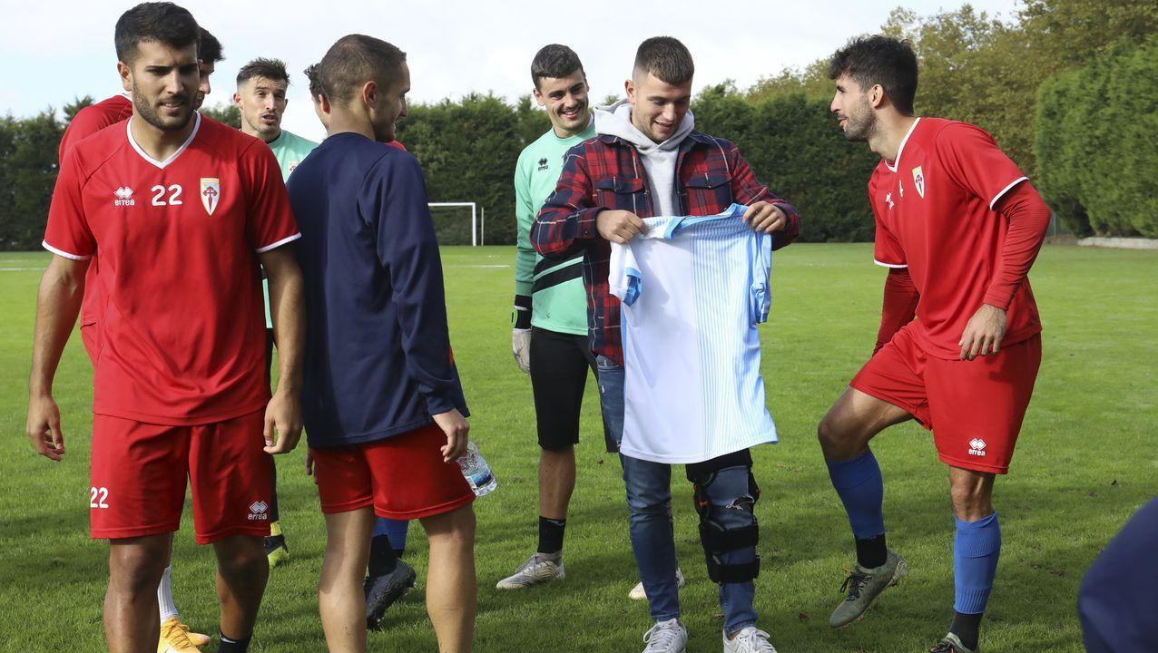 Fernando Vázquez: «<span lang= gl >Hai grandes xogadores, e hai grandes entrenadores en tódolos equipos de Segunda B</span>».Yoel Bárcenas, a la izquierda en su etapa en Oviedo y a la derecha en Girona