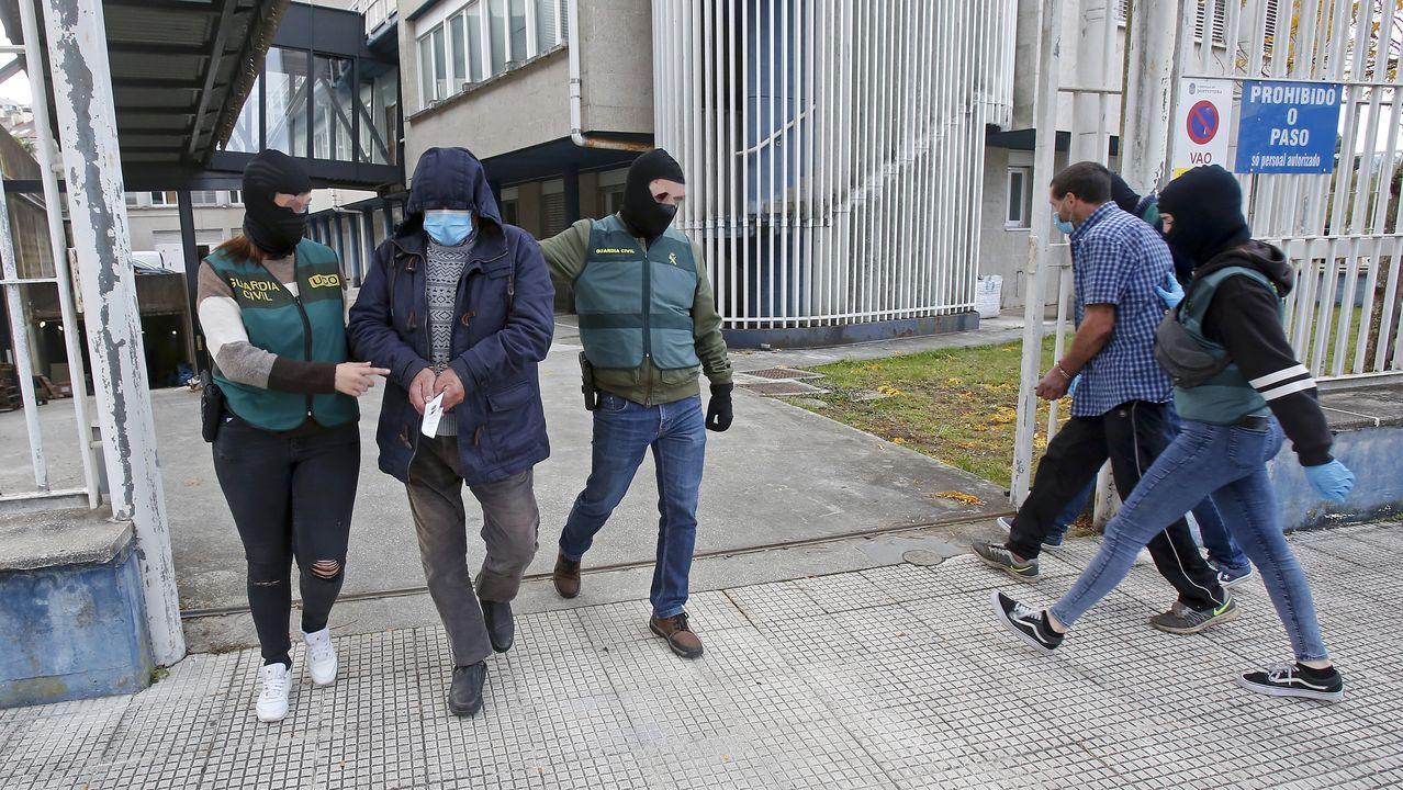 Concentración de repulsa de vecinos de Sanlúcar la Mayor, en Sevilla, tras el asesinato machista ocurrido en el 2015