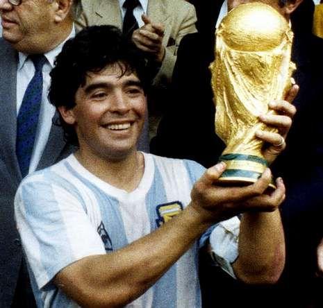 Candidatos balón de oro.Maradona levantó la Copa Jules Rimet en México 86, en un Azteca con 114.600 personas.