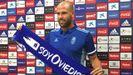 Alfredo Ortuño posa como nuevo jugador carbayón