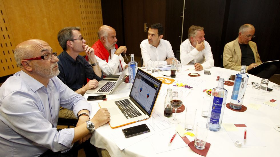 Siguiendo los resultados en la sede de Ciudadanos en Santiago.