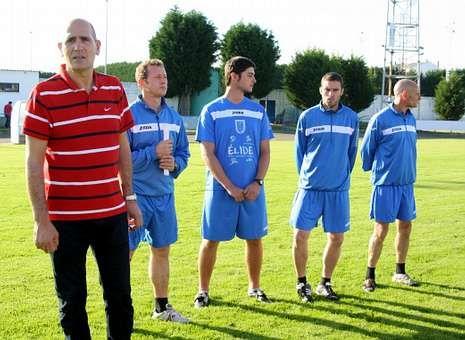 El Pontevedra-Deportivo, en fotos.Xaime Castro, reelegido presidente del club, confía en el técnico Manolo García.