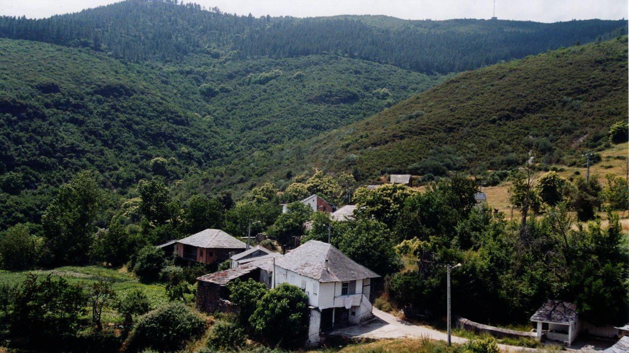 Pueblo típico de la montaña de Galicia con los problemas habtiuales de comunicación