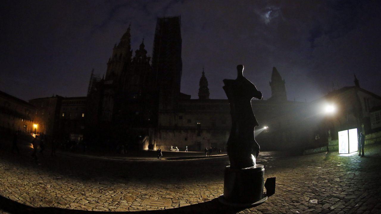 Galicia a oscuras por la Hora del Planeta