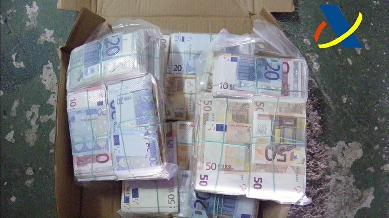 El bum del tráfico de heroína en Galicia ya dispara la demanda para desengancharse.Dinero incautado dentro de la Operación Zebra