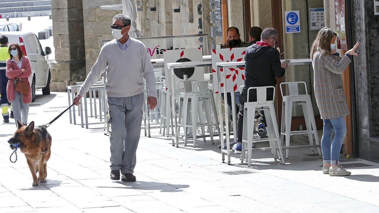 Ambiente en las terrazas de Sanxenxo tras el anuncio de que este fin de semana el municipio pasará a nivel alto de restricciones