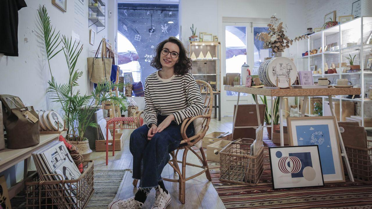Así celebró Ourense el Día del Libro.La ourensana Raquel Guerra organiza numerosos talleres y cursos sobre distintas disciplinas artísticas en su negocio, Enou