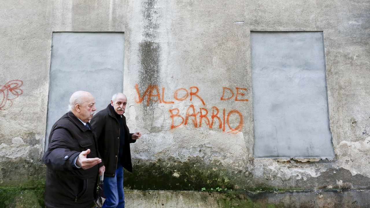 Un barrio con historia. Imagen de una edificio de Luis Seoane tapiado. A Milagrosa es una de las esencias fundamentales de la ciudad