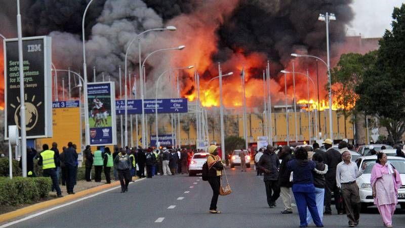 El fuego obliga a cerrar el aeropuerto de Nairobi