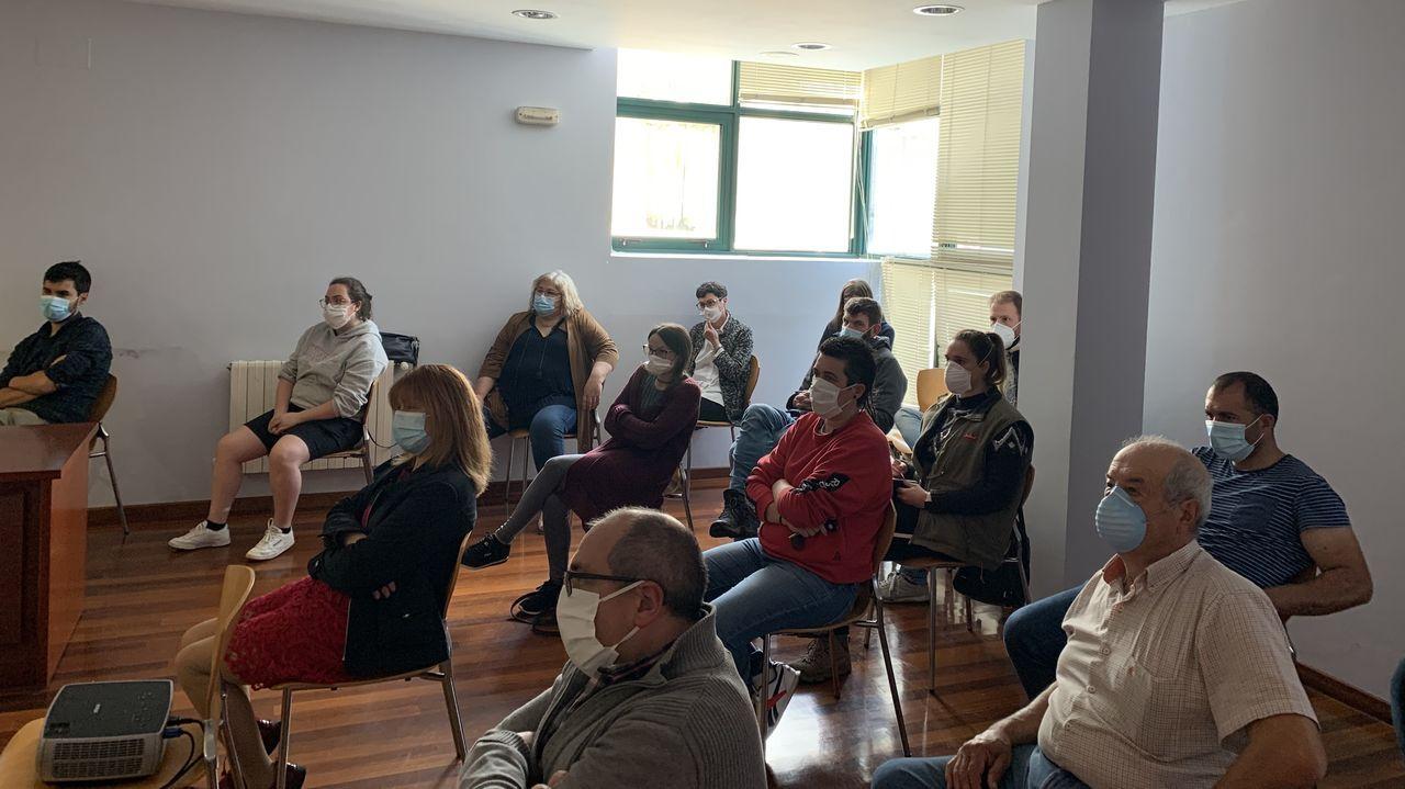 Asívotó A Coruña en las primeras elecciones poscovid.Imagen de archivo de la cola en una oficina de Empleo de A Coruña