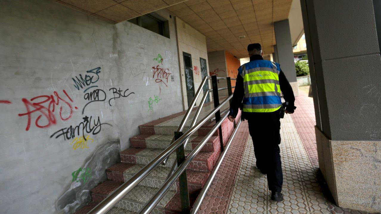 Policía Local patrullando por O Temple, en Cambre