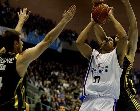 Resumen de lo más destacado de la madrugada del domingo en la NBA.Hettsheimeir, hoy en el Madrid, fue uno de los protagonistas en la victoria del 2009.