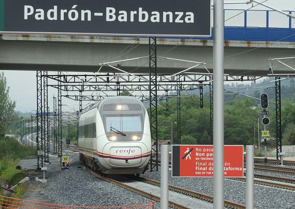 La escasa frecuencia de paso de trenes es uno de los motivos de queja de potenciales usuarios.