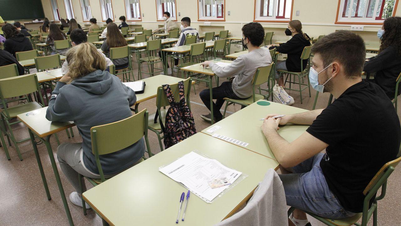Estudiantes de la convocatoria extraordinaria de la ABAU, en la Politécnica de Esteiro