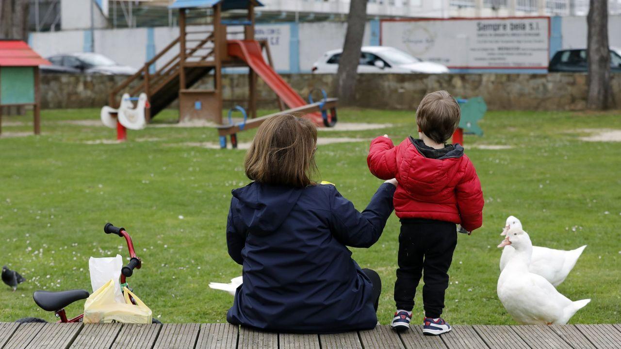 Y hasta los parques infantiles se quedaron vacíos... Esta imagen fue tomada el 13 de marzo en el parque Pernas Peón de Viveiro. Apenas veinticuatro horas después, el día 14, el Gobierno central decretaba el estado de alarma por el coronavirus y la población de toda España quedaba confinada en sus domicilios