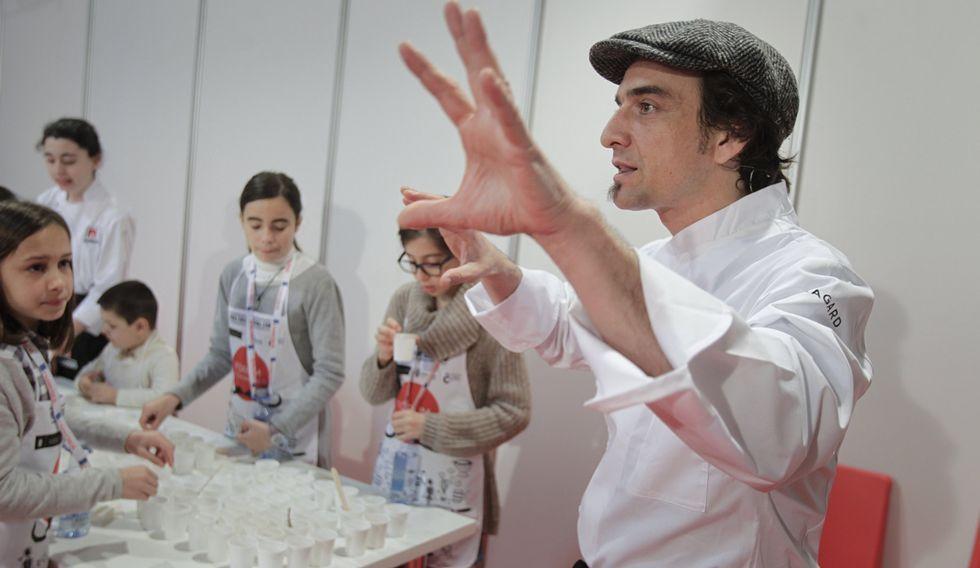 Emil Samper dio clases de cocina para los más pequeños.