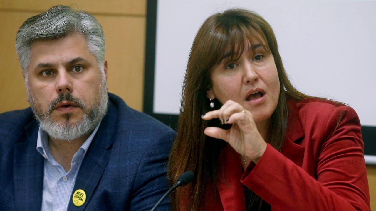 La portavoz de JxCat, Laura Borràs, y el presidente del grupo parlamentairo, Albert Batet, durante la rueda de prensa