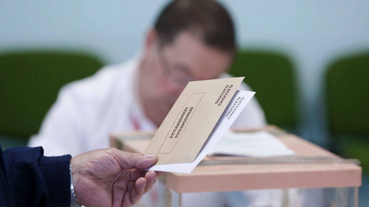 As papeletas e os sobres para elixir deputados e senadores son de distinta cor