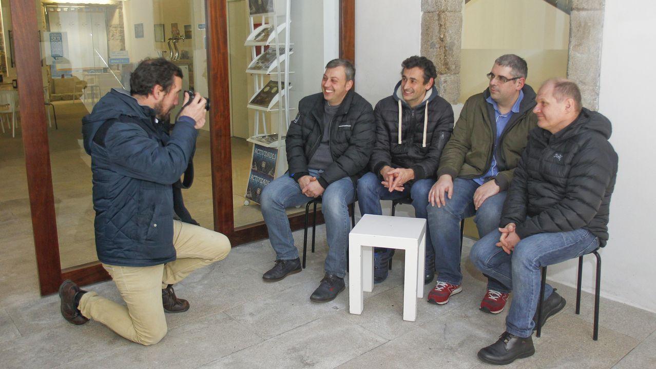 En la imagen,, los cinco fotógrafos que participarán en esta primera edición de «FotoCharlas»