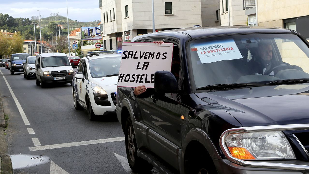 Así se ha decorado Vigo por Navidad.El lucense Efrén Alvarez y el vigués Andrés Casal, responsables de Wetaca