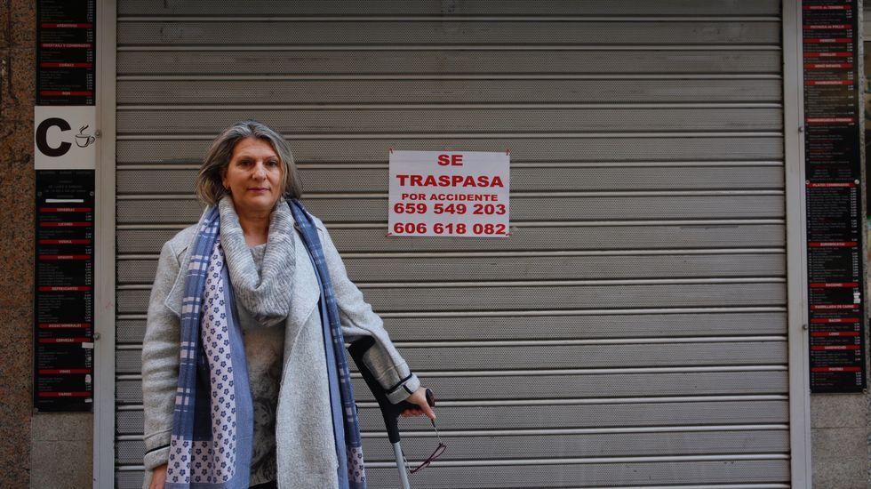 Marisol Diéguez, delante de su hamburguesería, ubicada en el centro de Pontevedra