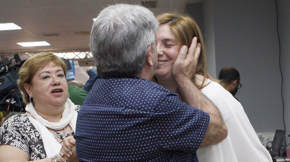 Pilar Cancela, consolada en Santiago.